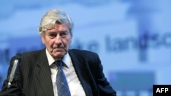 Former Dutch Prime Minister Ruud Lubbers has categorically denied the accusations.