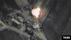 تصویری ویدئویی از حملات هوایی جنگندههای روسیه به مواضع مخالفان اسد در روز چهارشنبه که وزارت دفاع این کشور منتشر کرده است.