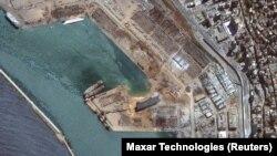 نمایی از محل انفجار مهیب بیروت که گفته میشود ناشی از آتشسوزی در انبار نیترات آمونیوم بوده است.
