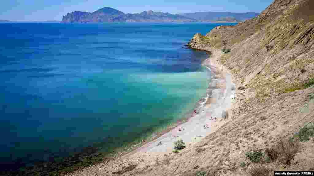 Один из «диких» нудистских пляжей поселка