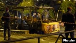 Ереваннинг Ҳалабян кўчасида портлаган автобус, 2016 йил 25 апрели.