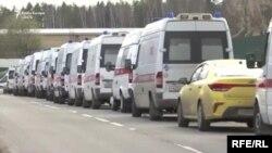 Ambulanțele stau în ambuteiaje de câteva ore pentru a aduce pacienți în spitalele din Moscova