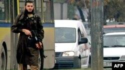 Мевлид Јашаревиќ за време на нападот врз американската амбасада во Сараево.