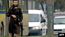 Mevlid Jashareviq, gjatë sulmit ndaj ambasadës amerikane në Sarajevë.