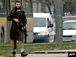 Mevlid Jašarević tokom napada na Ambasadu SAD u Sarajevu, 28. oktobar 2011.