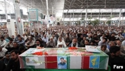 مراسم تشييع الطيار الإيراني الذي لقي مصرعه في العراق