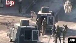 Безбедносните сили апсат демонстранти во градот Дума.