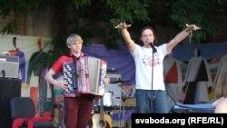 Сяржук Доўгушаў (справа)