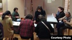 Япон чәен эчү серләренә өйрәнәләр