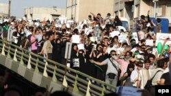 تظاهرات مخالفان دولت در سال گذشته در میدان هفت تیر تهران.