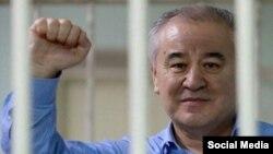 Оппозициялық саясаткер Омурбек Текебаев сотта тұр. Бішкек, 16 тамыз 2017 жыл.