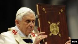 Roma papası XVI Benedikt