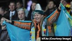 Футбол фанаты (Көрнекі сурет).