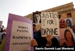 Демонстрация на Мальте с требованием найти и наказать убийц журналистки Дафны Каруэны Галиции, занимавшейся антикоррупционными расследованиями