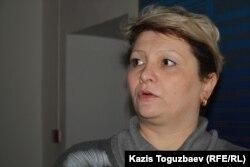 Светлана Ващенко, мать Владислава Челаха, приговоренного к пожизненному сроку по обвинению в убийстве 15 человек. Алматы, 5 февраля 2013 года.