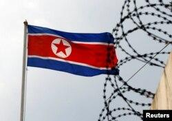Прапор КНДР на державному кордоні з Росією