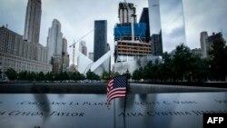 Pamje të memorialit, i cili i është kushtuar viktimave nga sulmet e 11 shtatorit në Nju Jork
