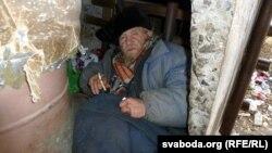 Бомж Юры ў сваім ранейшым «цёплым прытулку»