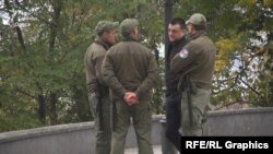 Зокрема, у Харкові, Одесі та Дніпрі такі комунальні охоронці блокують будівлі міськради
