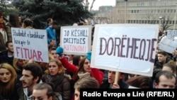 Studentët protestues