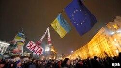 Протесты в поддержку евроинтеграции на Майдане Незалежности. Киев, 18 декабря 2013 года.