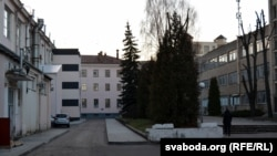Адміністрацыйны будынак падае прыкметы жыцьця