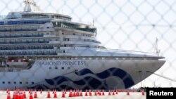Nava de croazieră Diamond Princess, în portul Yokohama