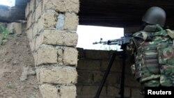 Ադրբեջանցի զինվորը շփման գծում, ապրիլ, 2016թ․