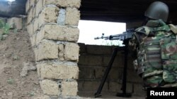 Ադրբեջանցի զինծառայողը Լեռնային Ղարաբաղի զինված ուժերի հետ շփման գծում, արխիվ