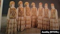 Ансамбльнең Лима Кустабаева вакытында тегелгән костюмнары