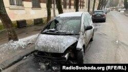 Прокуратура повідомила про причетність поліцейського до підпалу авто журналістки Радіо Свобода
