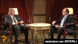 Armenia - Raffi Hovannisian, opposition candidate at the presidential election and former Foreign Minister, is interviewed by Harry Tamrazian, director of RFE/RL's Armenian Service, Yerevan, 28Jan2013