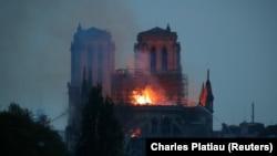 Огонь в Соборе Парижской Богоматери, Париж, понедельник, 15 апреля 2019