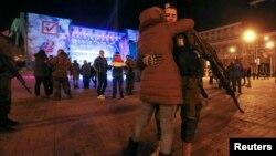 Украина -- Харжамийн жамIех баккхийбе сепаратисташ, Донецк, 2Лах2014