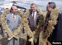 Президент Кыргызстана Аскар Акаев, президент Узбекистана Ислам Каримов и президент Казахстана Нурсултан Назарбаев. Кокшетау, 27 августа 1993 года.