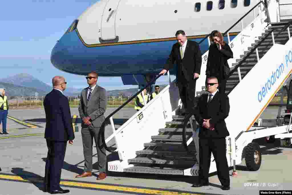 Ministar vanjskih poslova Srđan Darmanović je dočekao Pompea na podgoričkom aerodromu