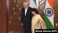 Indian Foreign Minister Sushma Swaraj (right) talks with Iranian counterpart Mohammad Javad Zarif in New Delhi.