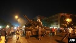 Былтыркы төңкөрүш аракетинен бир көрүнүш, Анкара шаары.