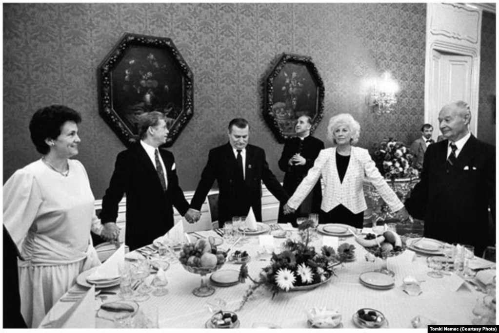 Havel and his wife, Olga, hold hands in prayer with Polish President Lech Walesa at Prague Castle on September 16, 1991.