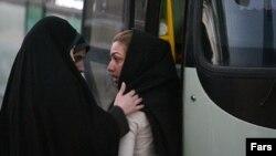 نیروهای موسوم به گشت اجتماعی که کارشان تذکر به پوشش و حجاب زنان است.عکس تزئینی است.