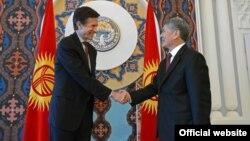 Встреча помощника государственного секретаря США по делам Южной и Центральной Азии Роберта Блейка с президентом КР Алмазбеком Атамбаевым. Бишкек, 16 января 2013