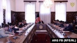 Afghan President Ashraf Ghani met with a Pakistani delegation led by Foreign Minister Shah Mahmood Qureshi in Kabul during an official one-day visit by the foreign minister.