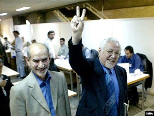 محمد توسلی (چپ) و ابراهیم یزدی، از اعضای ارشد نهضت آزادی ایران