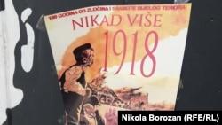 """Plakat sa parolom """"Nikad više 1918."""" u Podgorici"""