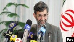 آقای الهام می گوید که وزرات امور خارجه درحال انجام اقدامات لازم برای دریافت روادید محمود احمدی نژاد جهت سفر به نیویورک است.