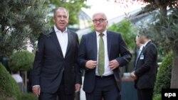 Міністр закордонних справ Росії Сергій Лавров (л) і міністр закордонних справ Німеччини Франк-Вальтер Штайнмаєр