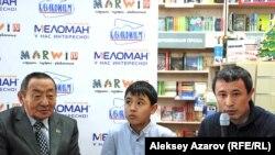 Ерболат Тогузаков (слева), Орынбек Молдахан (в центре), Ермек Турсунов. Алматы, 28 декабря 2012 года.
