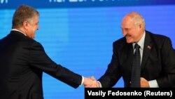 Президент України Петро Порошенко (ліворуч) і президент Білорусі Олександр Лукашенко. Гомель, 26 жовтня 2018 року