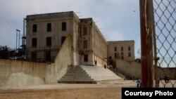 Двор тюрьмы Алькатрас