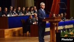 Հայաստանի նախագահ և Հանրապետականի առաջնորդ Սերժ Սարգսյանը ելույթ է ունենում իշխող կուսակցության համագումարում, արխիվ